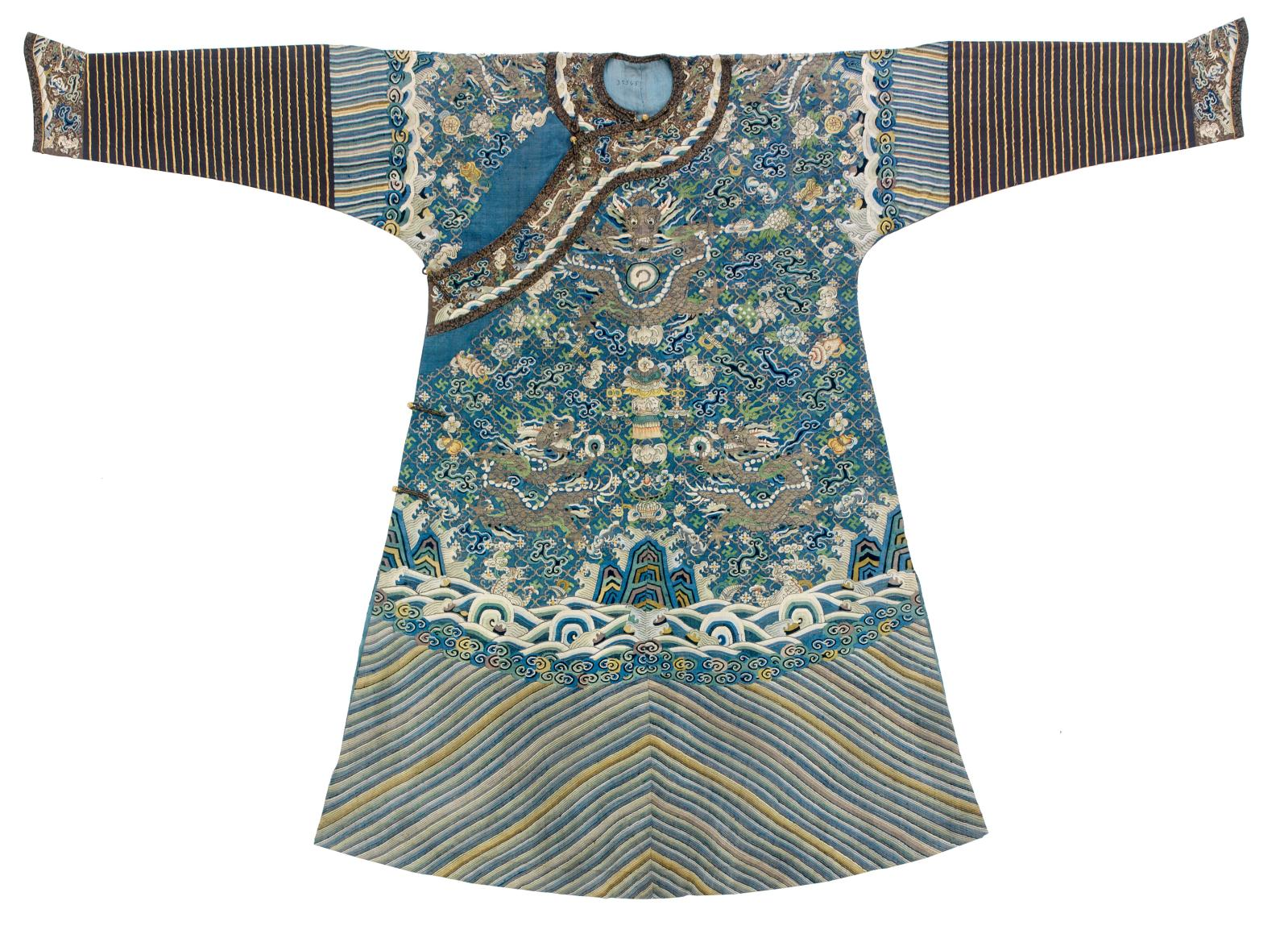 Robe de cour masculine semi-formelle, ou jifu, Chine, dynastie Qing, vers 1800-1830, soie.