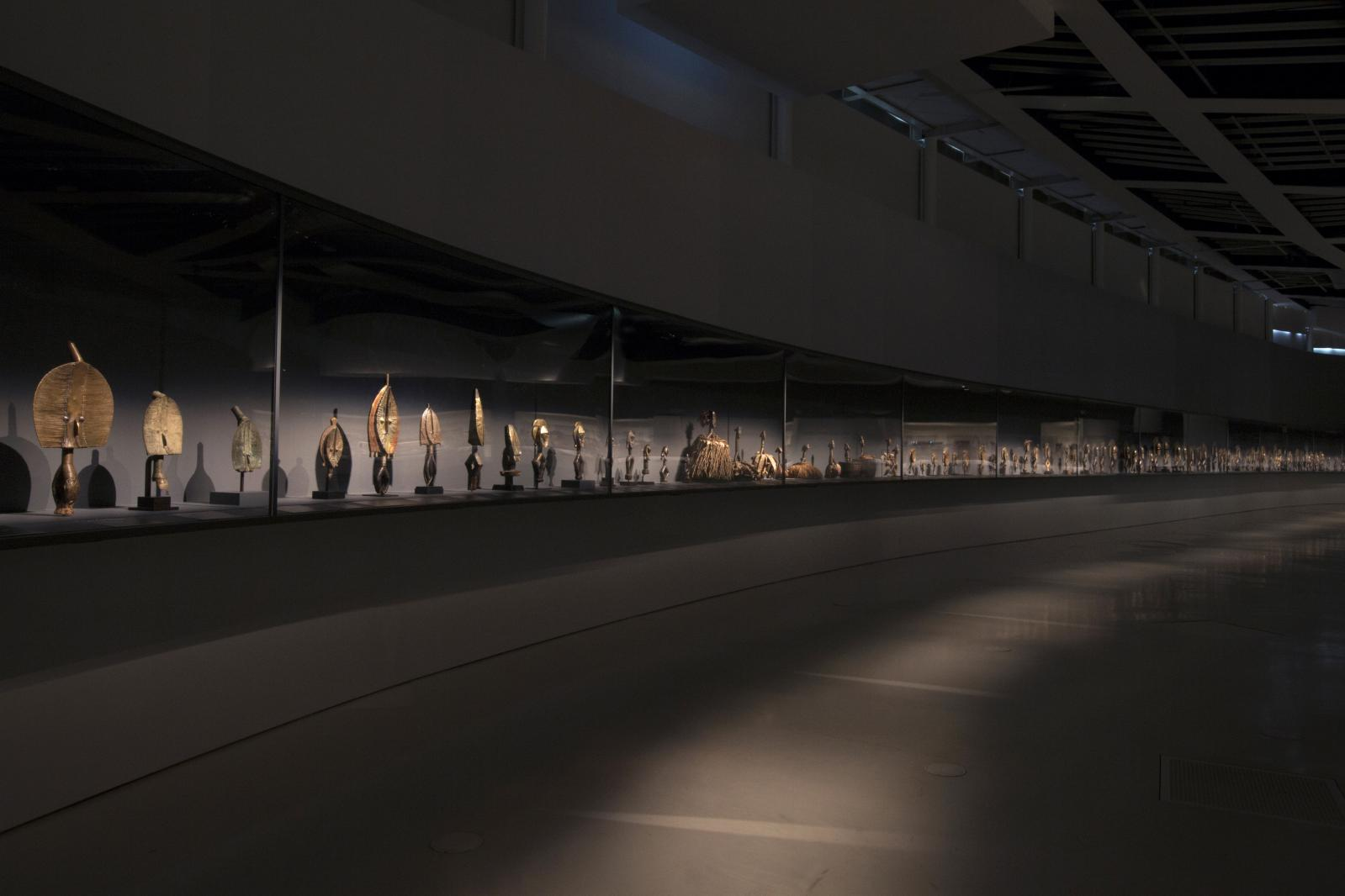 Vue de l'exposition «Les forêts natales, arts d'Afrique équatoriale atlantique». © Musée du quai Branly-Jacques Chirac photo Gautier Deblonde