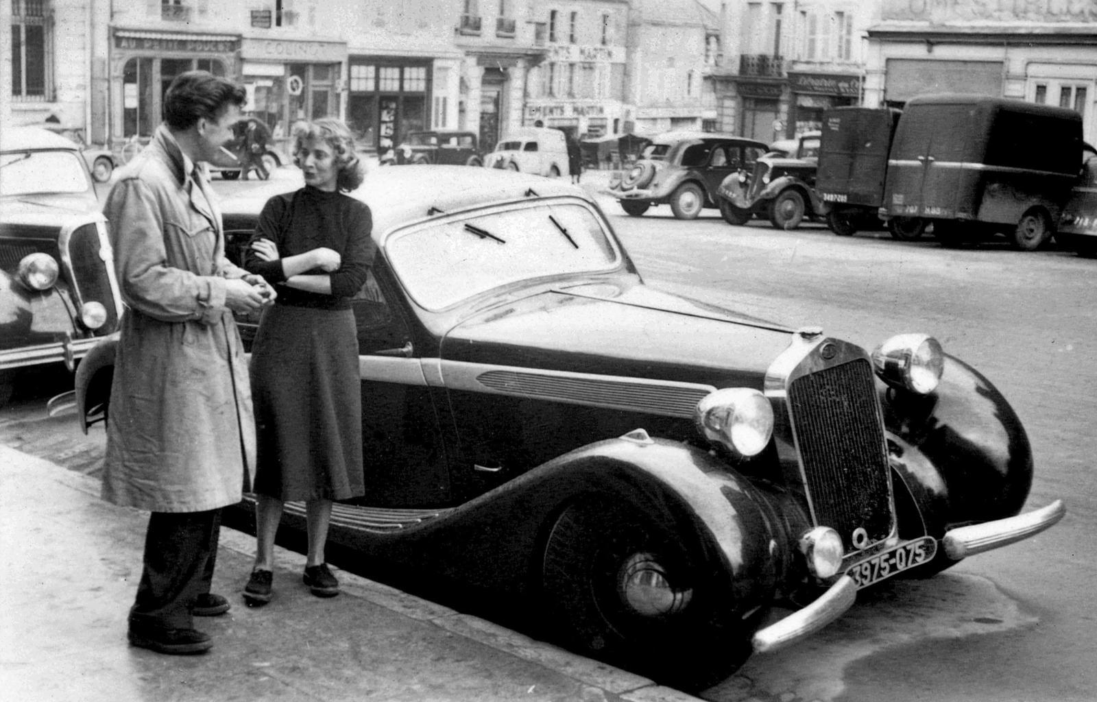 Monique et Jean-Paul Barbier-Mueller jeunes fiancés, à Paris en 1953. © MBM