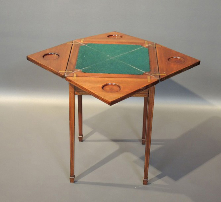€496 Directory-style «handkerchief» gaming table made of veneered wood. Dimensions of the closed top: 50 x 50 cm. Hôtel des ventes de Nation, 6 June 2