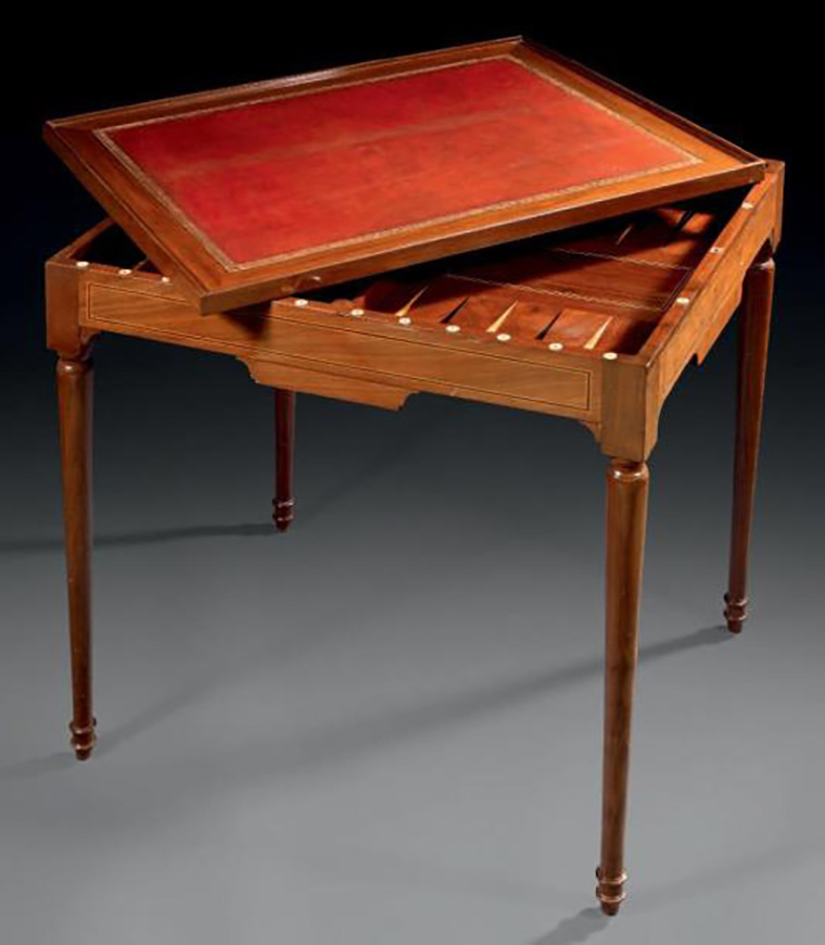 €1,625 Mahogany gaming table with mahogany veneer inlaid with leaves in nets, two opposite drawers, tapered legs, late 18th century, 73 x 59 x 72 cm.