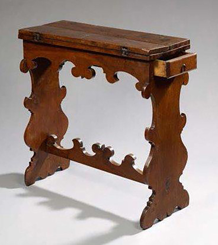 €1,913 Walnut gaming table, Northern Italy, 17th century, portfolio top, drawer for coins or cards, closed: 87 x 82 x 35 cm. Hôtel des Ventes de Neuil