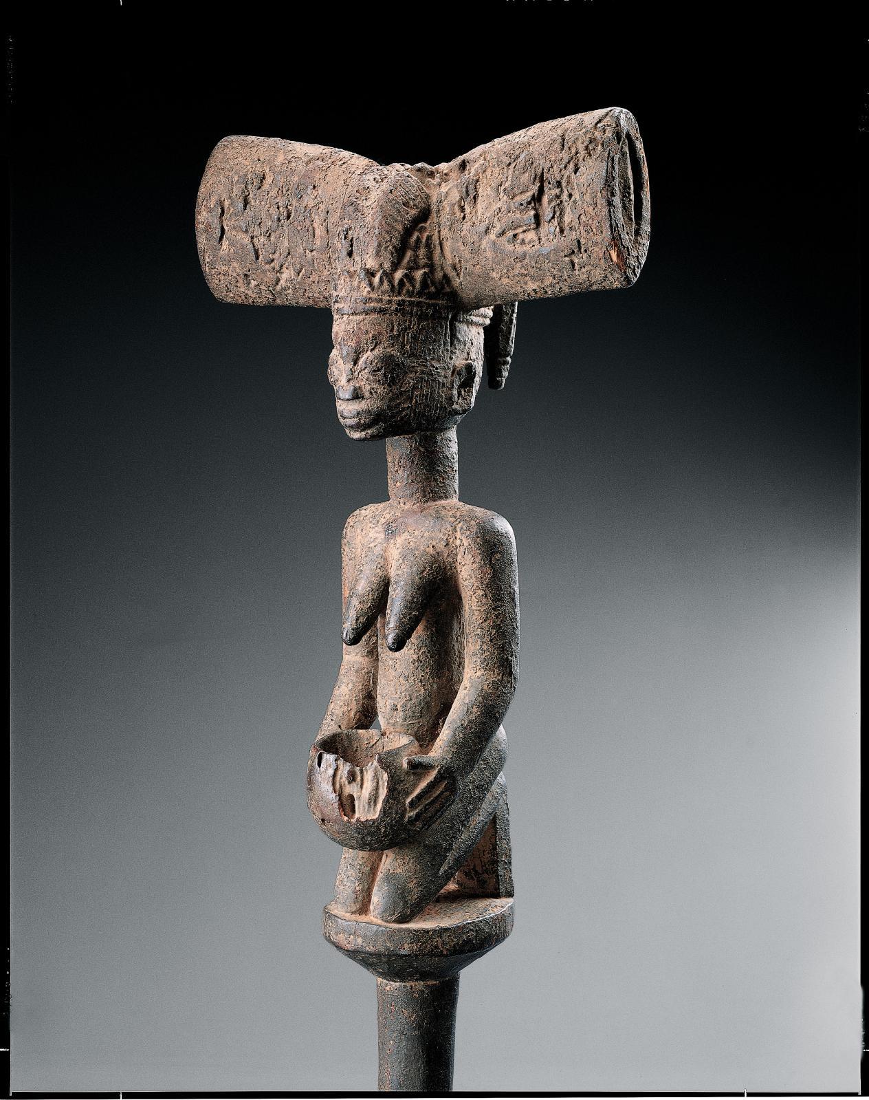 Yoruba, Nigeria. Bâton de danse oshe shango, bois et pigments, h.51cm, ancienne collection de Charles Ratton, Fondation Dapper, Paris. ©Archives Fo