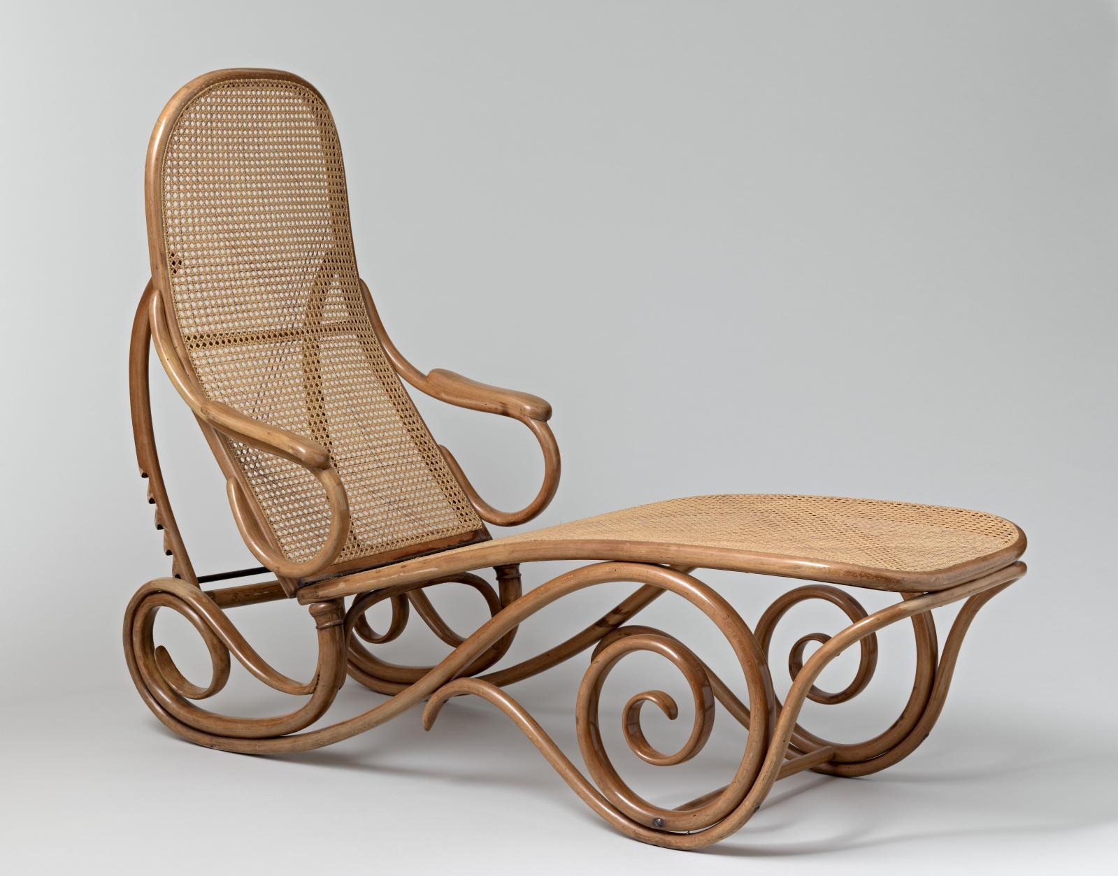 Thonet Frères Vienne, «Chaise longue basculante n° 7500», 1880-1883, hêtre courbé, cannage, domaine du bois Buchet, à Lessac, Alexander von Vegesack.