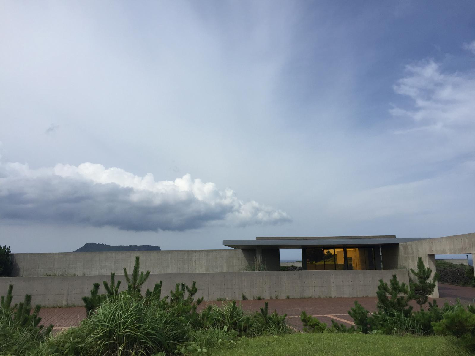 Le musée construit par Tadao Ando en 2008 sur l'île de Jeju, en Corée duSud. ©Yumin Collection