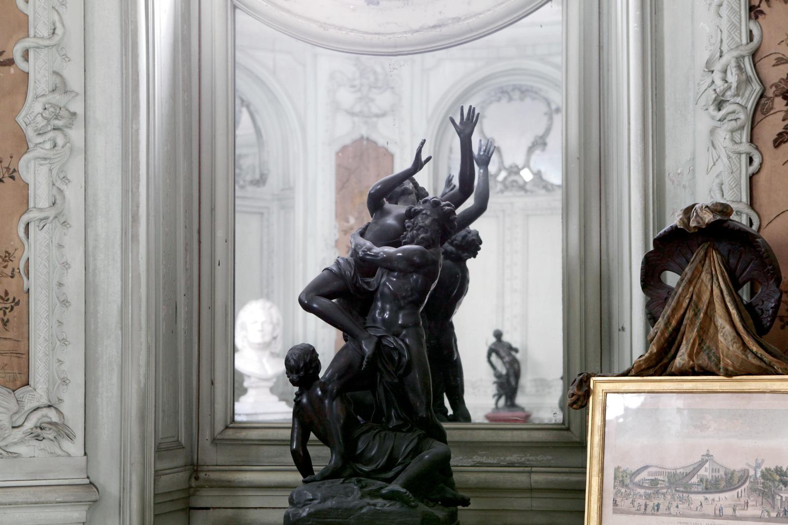 La rotonde Balzac abrite plusieurs sculptures dans un décor de boiseries anciennes. ©FNAGP