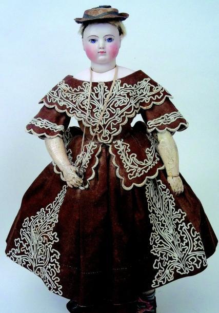 2240€Adélaïde Calixte Huret, Mademoiselle Louise, vers 1855, poupée parisienne, tête en biscuit, corps en gutta percha, h.44cm. Hôtel Ambassador,2