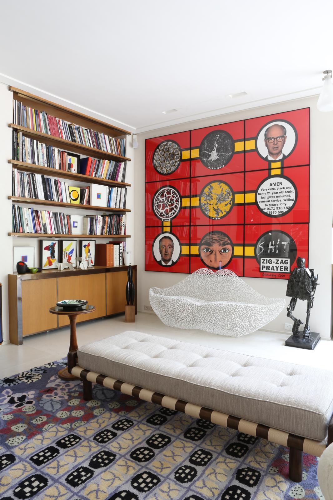 Au salon trône un Baselitz, encadré de céramiques de Bruno Gambone et de Bella Silva, derrière un fauteuil de Campo &Graffi.