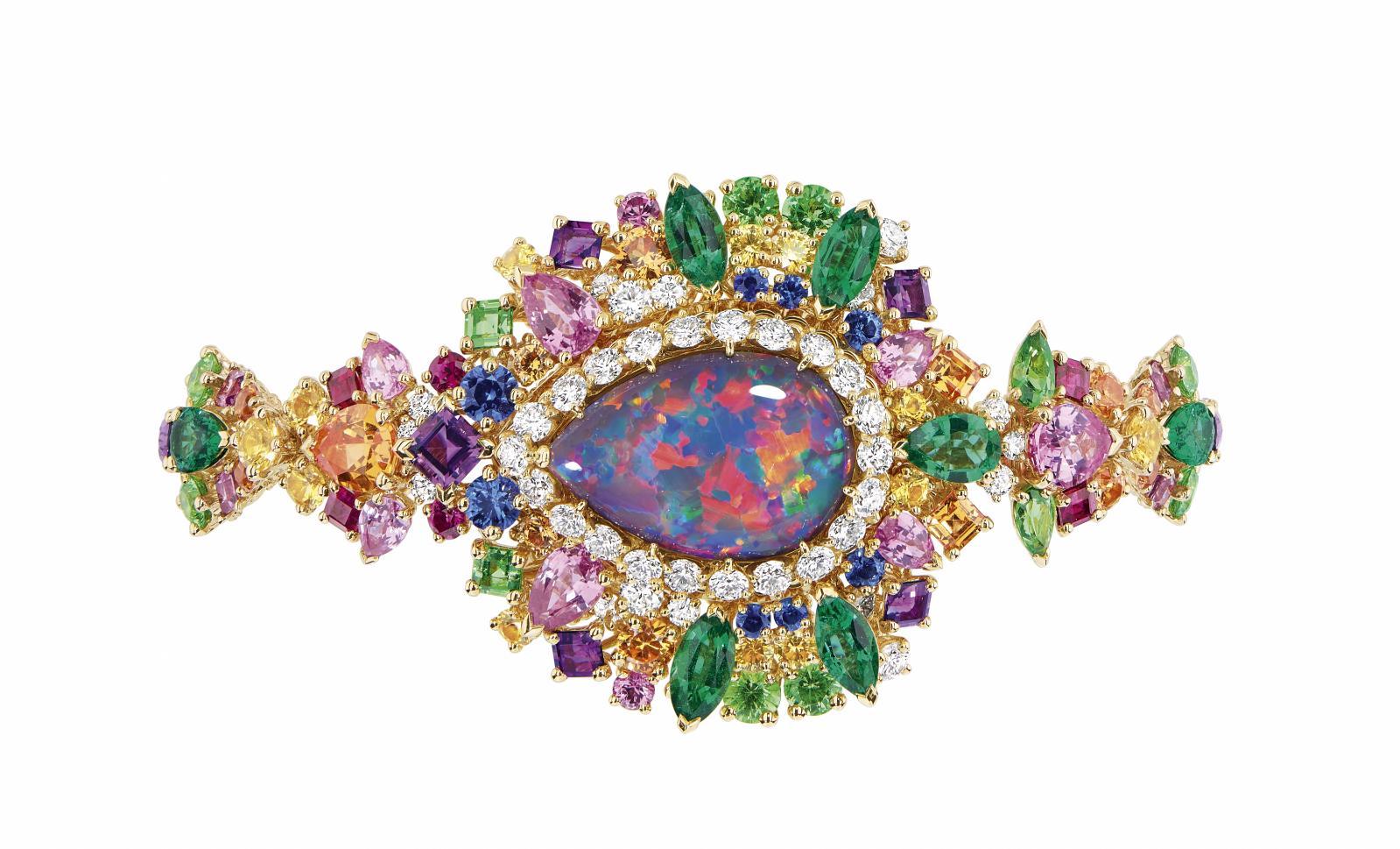 Tiare contemporaine avec opale centrale signée Lydia Courteille. © Lydia Courteille