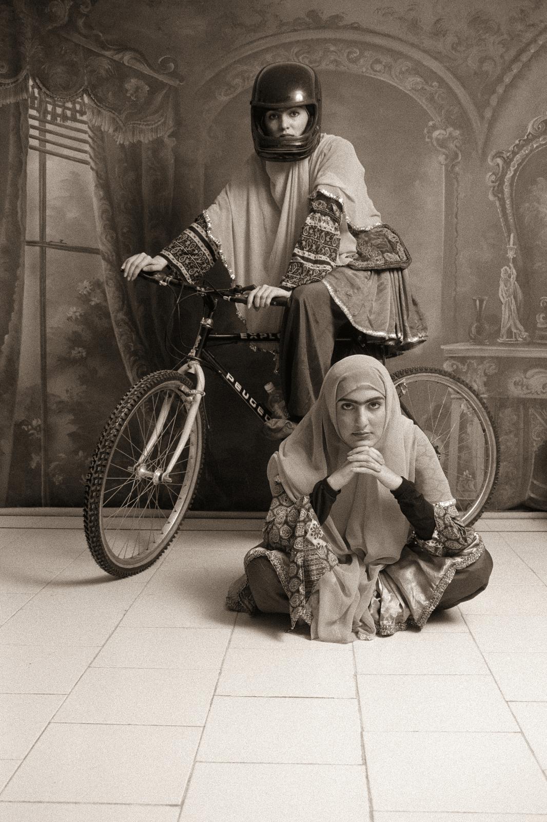 Shadi Ghadirian, Qajar, 1998. Exposition «Iran, année 38, 66 photographes iraniens». Avec l'aimable autorisation de l'artiste et de la galerie de la R