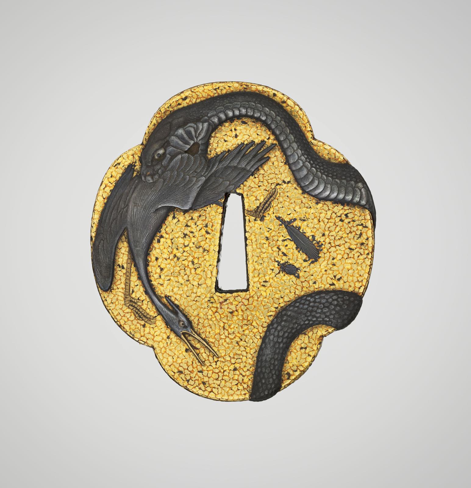 Garde de sabre (tsuba) à décor de serpent mordant une aigrette signée en laque maki-e d'or, Mizutani Shutoho, Japon, époque d'Edo, XVIIIesiècle, laqu