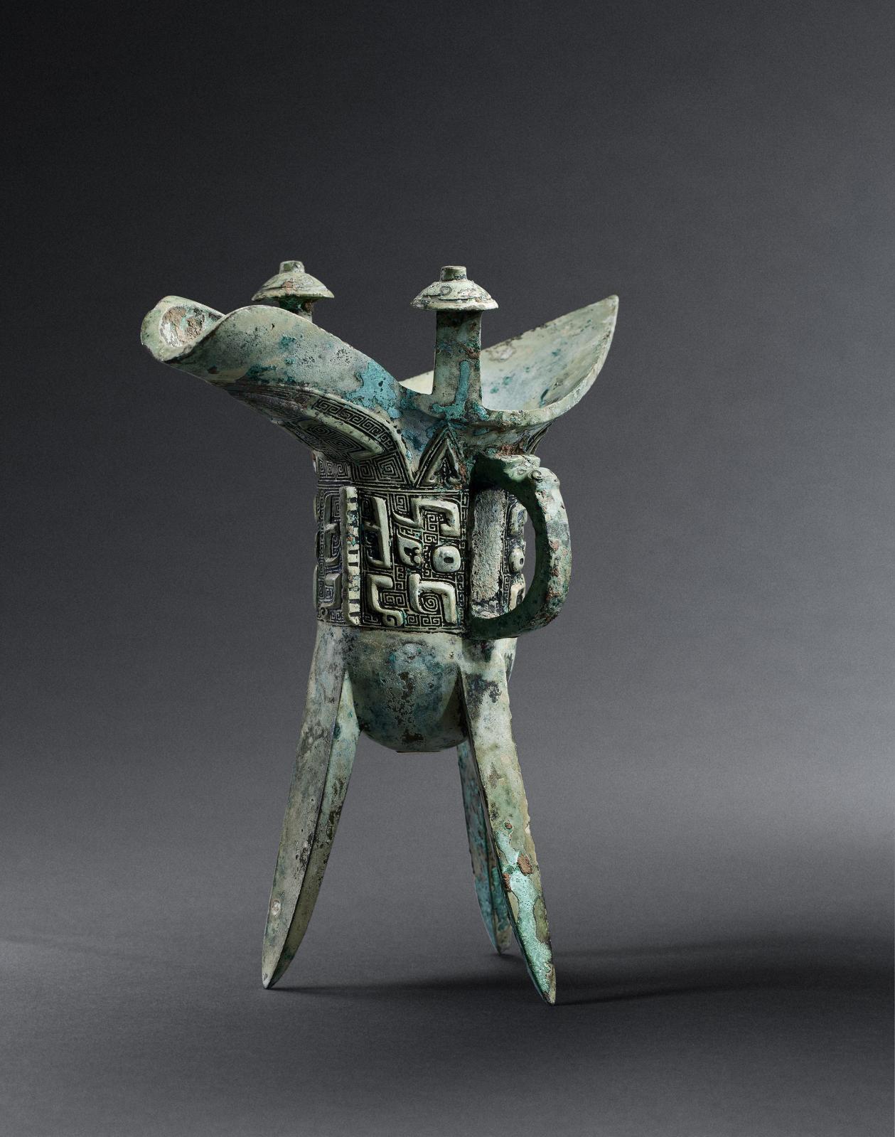 Bronze archaïque jue, fin de la dynastie Shang (vers 1250-1050av. J-C.), h.20cm. Galerie Gisèle Croës. © STUDIO R. ASSELBERGHS FREDERIC DEHAEN