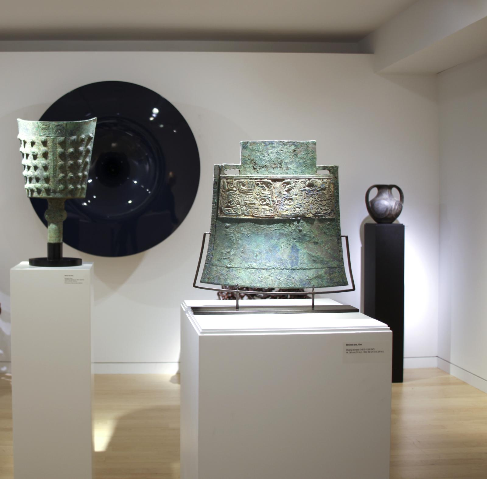 Exposition à la galerie Gagosian de New York, mars 2017, réunissant des pièces chinoises de Gisèle Croës et des œuvres d'Anish Kapoor, Richard Serra o