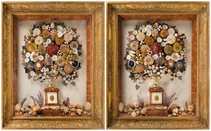 9499€Vers1840, paire de tableaux de bouquets de fleurs en coquillages dans une coupe en porcelainede Paris, fond marin simulé en partie basse, 87x