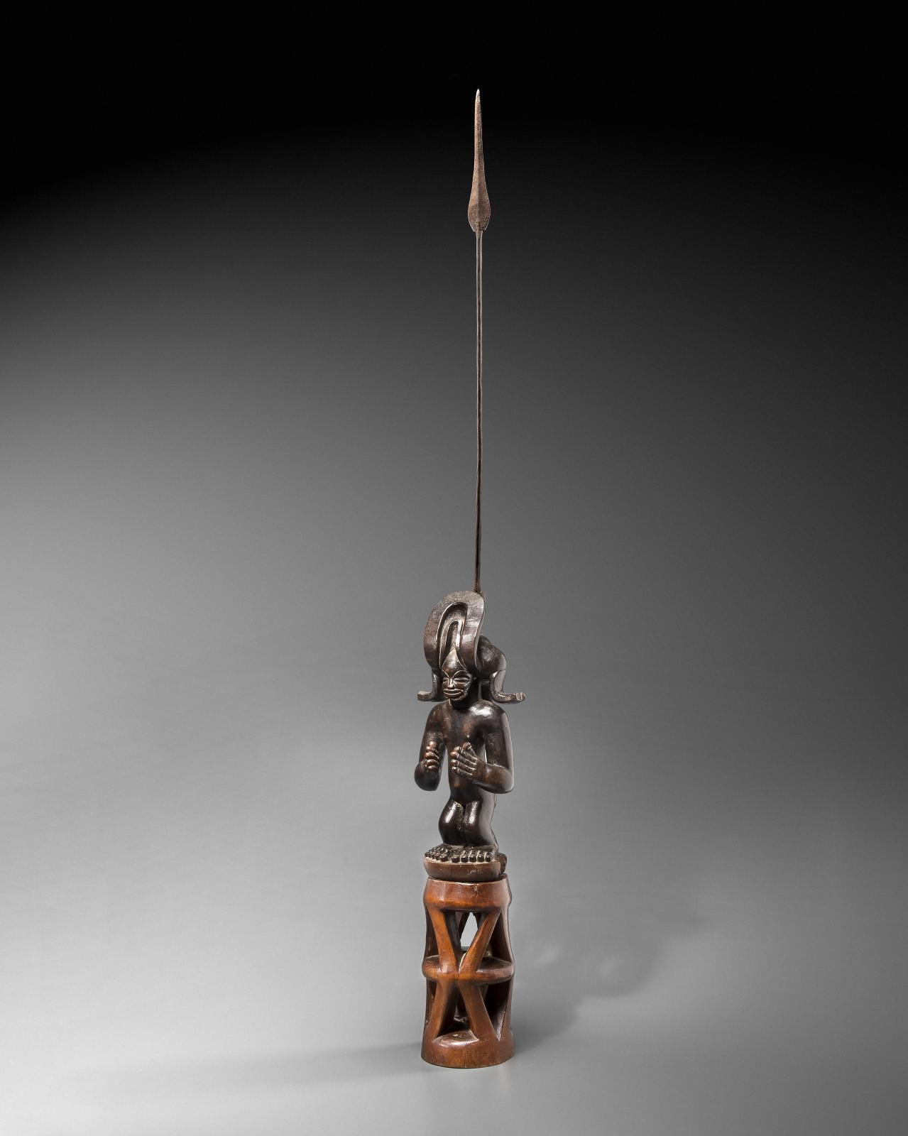 Statue Chokwe, Angola, région de Moxico, du XIXe siècle ou antérieur. © Vincent Girier-Dufournier
