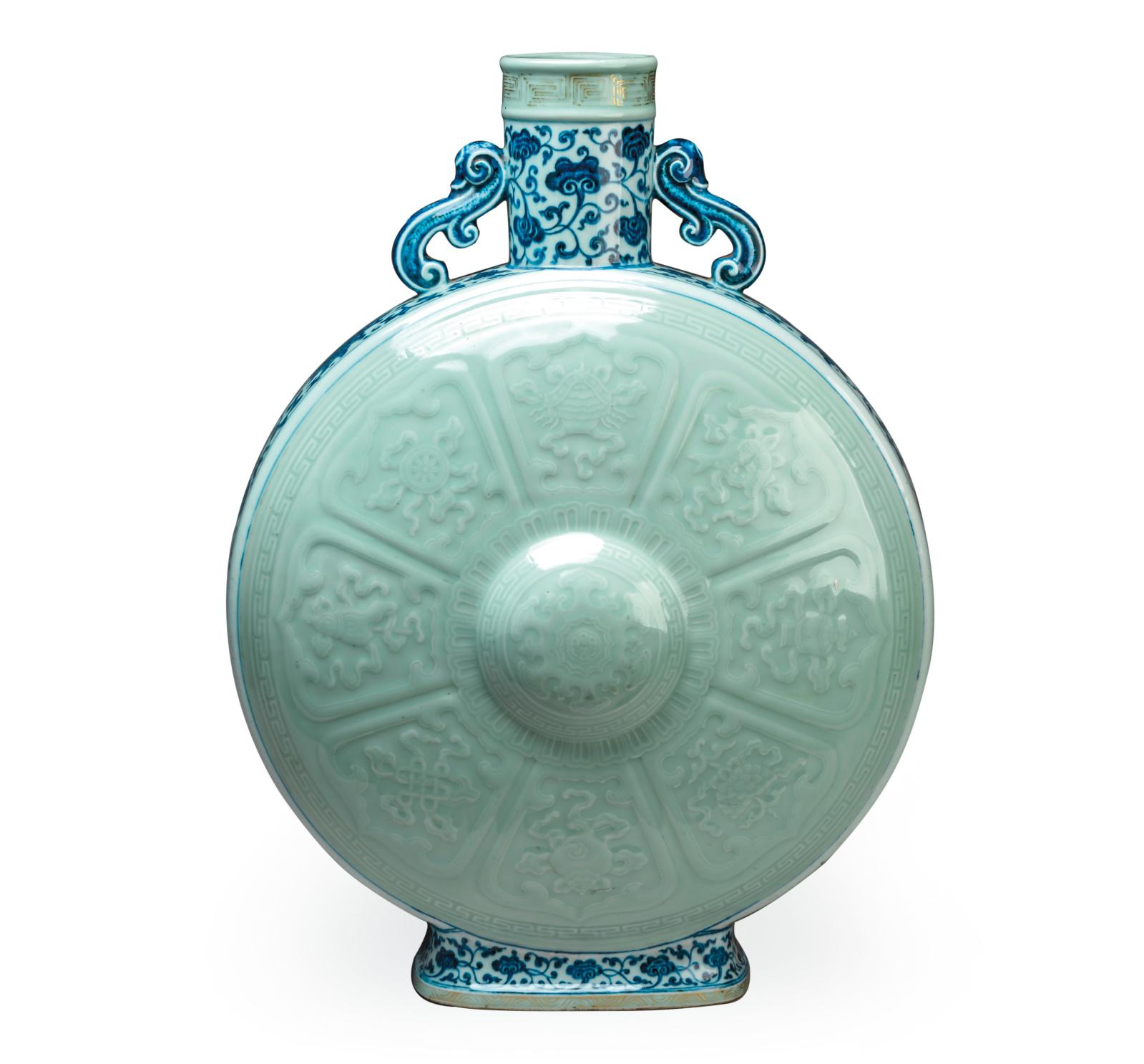 China, Qianlong period (1736-1795), baoyueping gourd in celadon enamelled porcelain on the belly and blue under the glaze on the sides and neck, h. 49