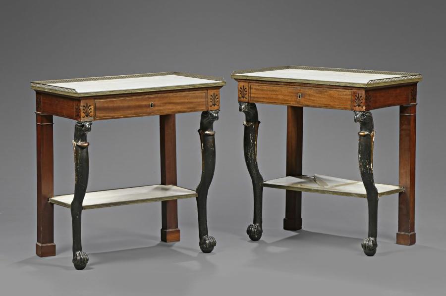 5000€Pierre-Benoît Marcion (1769-1840, attribué à), paire de consoles à plateaux rectangulaires, 1800-1810, acajou, placage d'acajou marqueté, 81,5