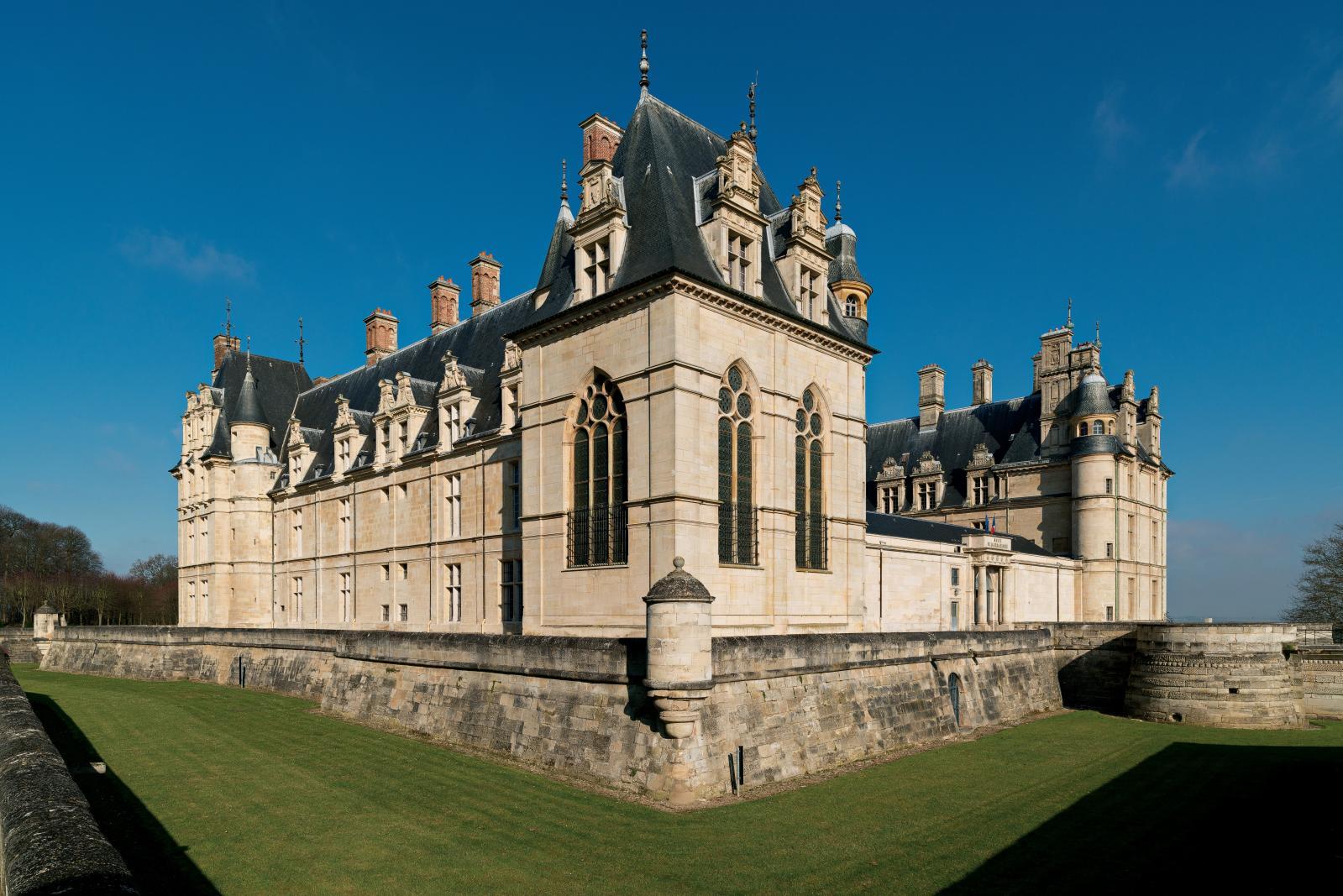 Le château d'Écouen, édifié par le connétable de France Anne de Montmorency au XVIe siècle, abrite depuis 1977 le Musée national de la Renaissance