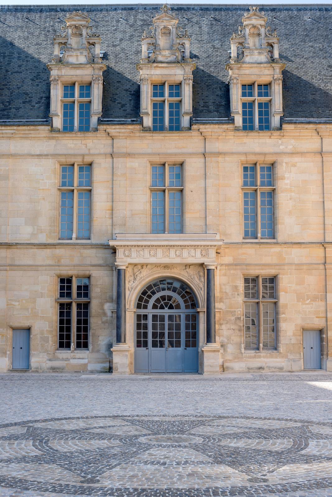 Cour intérieure du château d'Écouen. ©Musée de la Renaissance, château d'Écouen-Guillaume Fonkenell