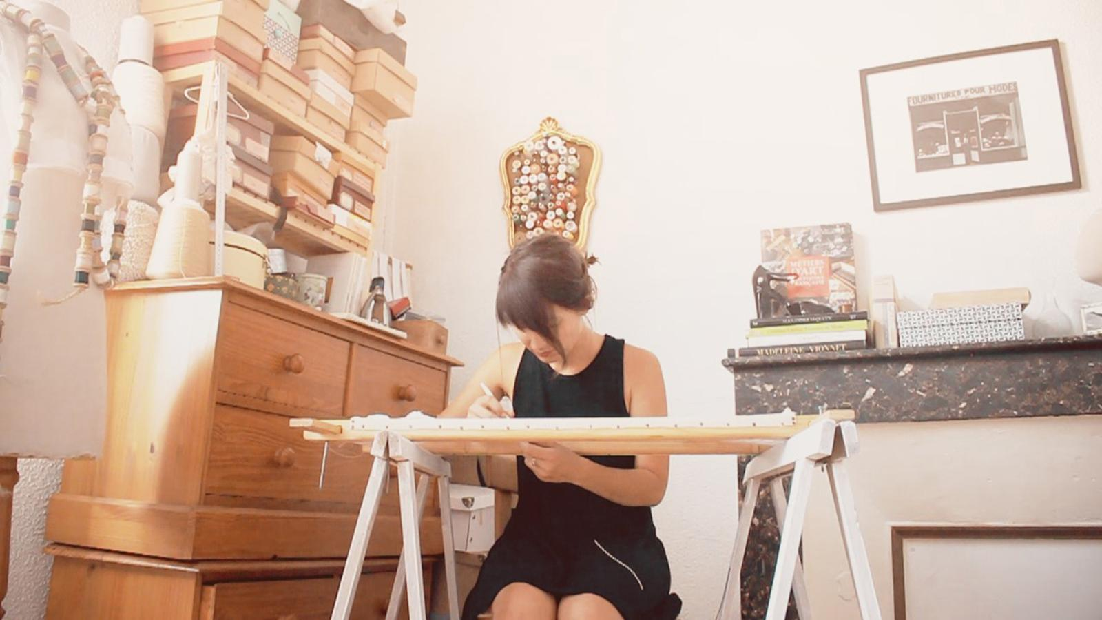 Capucine Herveau dans son atelier. ©Clément H.