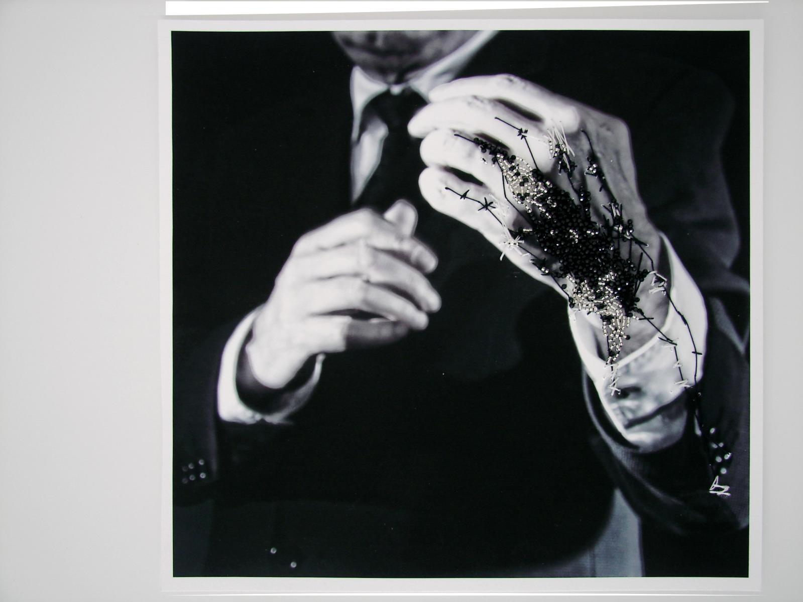 Jorge Molder et Capucine Herveau pour Double Je, Photographie brodée, Palais de Tokyo, 2016, photographie sur papier, perles de verre, perles facettes