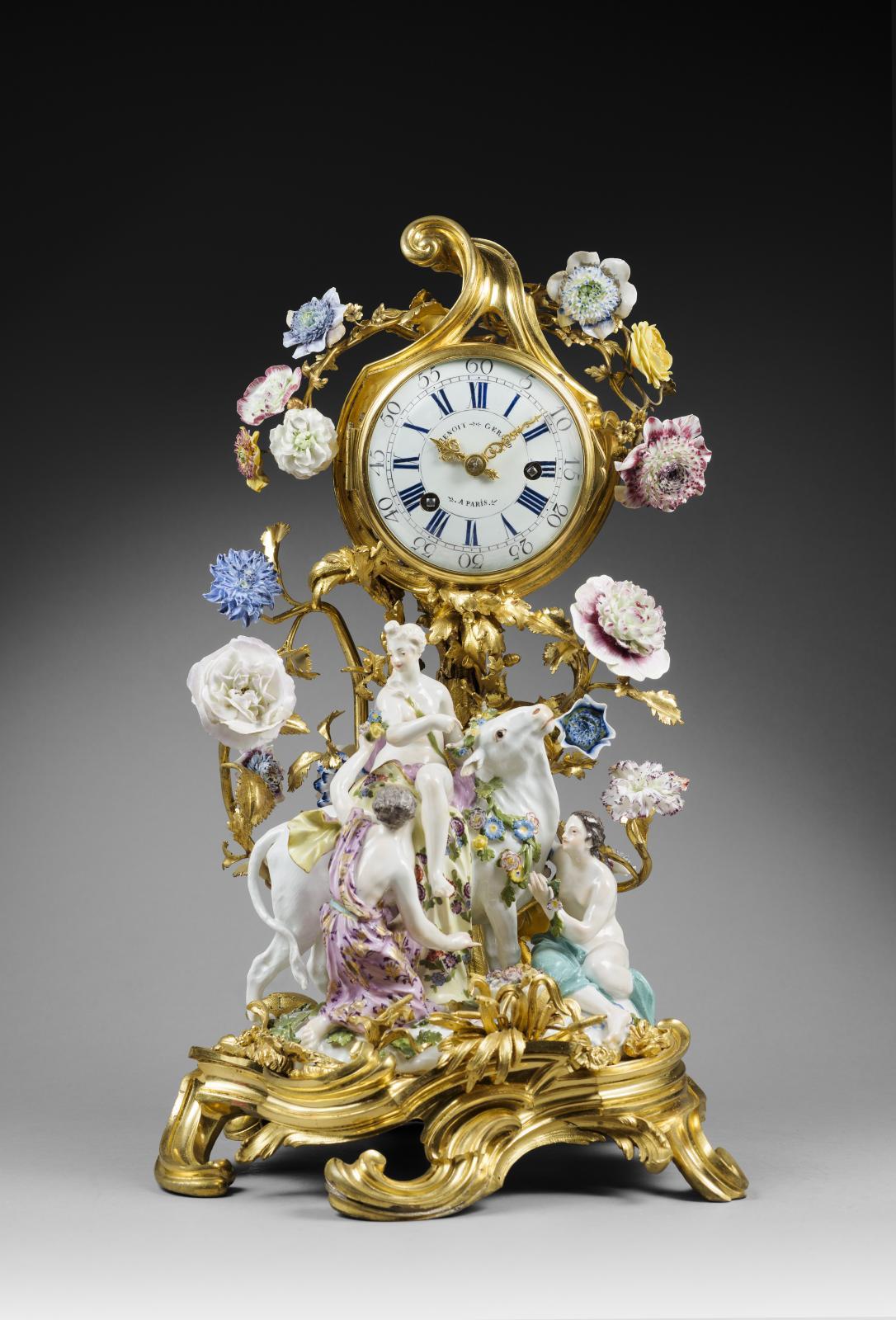 Gérard Benoît, Paris, vers 1750. Pendule «Europe et le taureau», bronze doré, émail et porcelaine de Meissen, époque LouisXV, 48,5x31x26,5cm. Ri