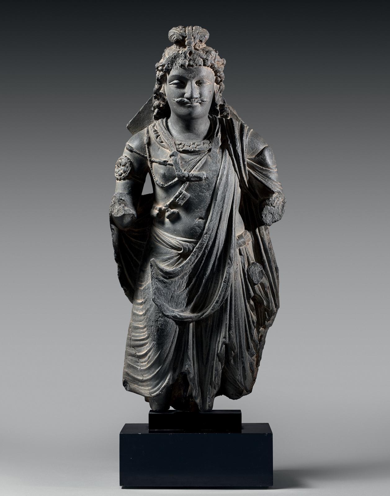 Pakistan, art gréco-bouddhique du Gandhara, IIIesiècle. Maitreya en schiste gris, h.60cm. Galerie Renaud Montméat Art d'Asie, Paris. Courtesy Galer