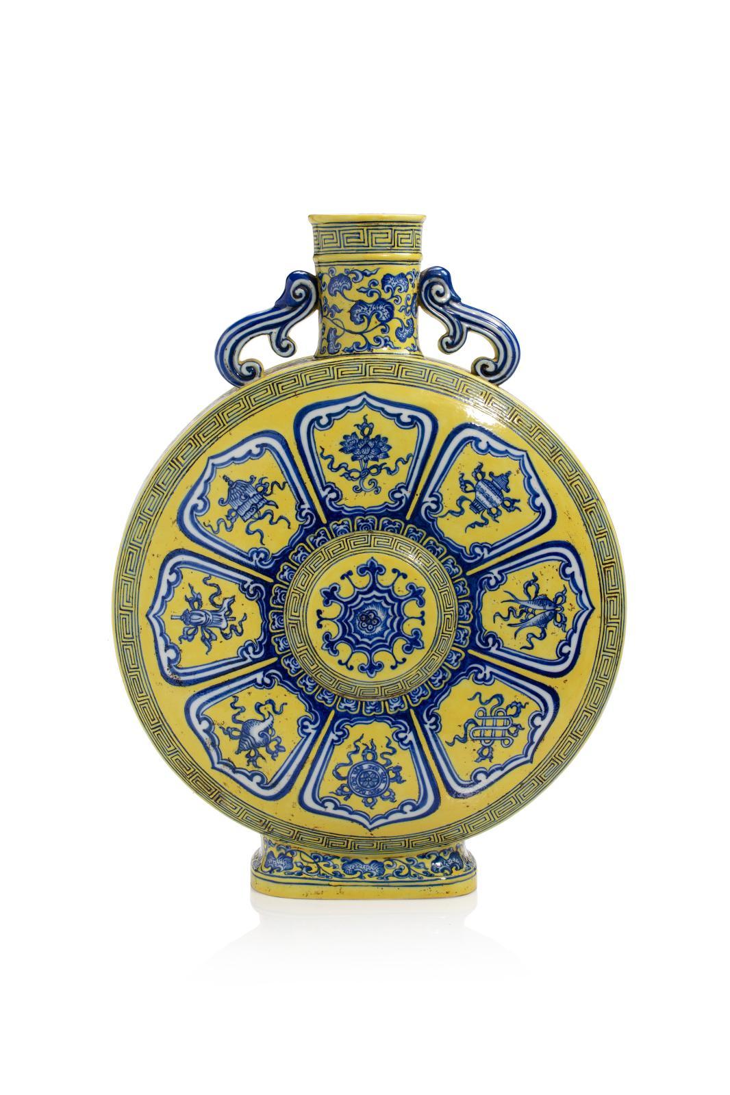 Destinée à l'origine au marché du Proche-Orient, la forme de gourde connue sous la dénomination chinoise de bianhu («gourde du pèlerin») ou yueping («