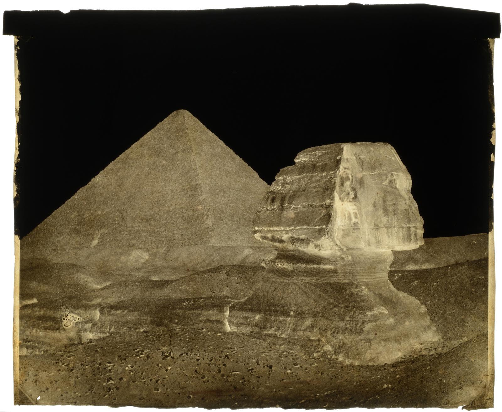 François Joseph Édouard de Campigneulles (1826-1879), La Grande Pyramide et le Sphinx, Ghiseh, 1858, négatif sur papier ciré, rehauts de gouache noire