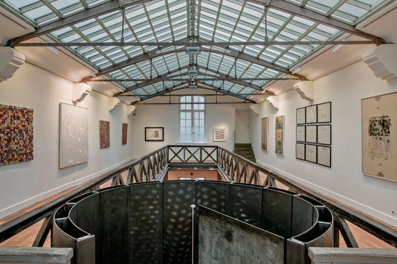 Vues de l'exposition consacrée à Alighiero & Boetti à la galerie parisienne de Tornabuoni Art, début 2017.