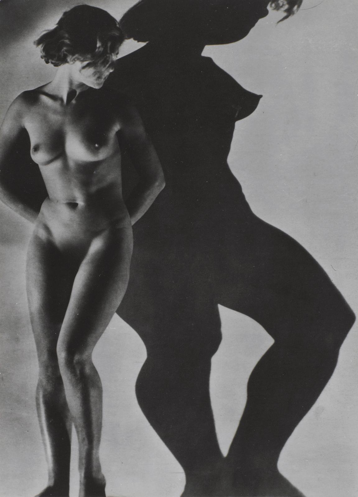 Assia, 1934, gelatine silver print, 26.4 x 19.5 cm.