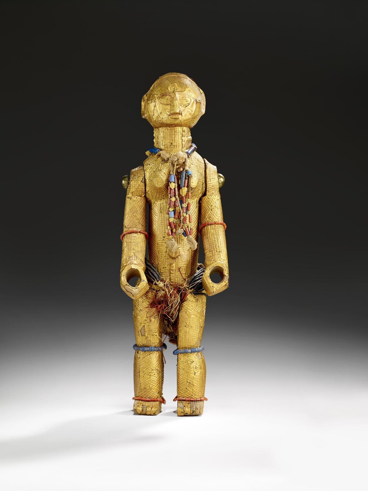 Statue féminine, bois dur, or, laiton, corail, perles de verre, noix de coco, fibres végétales, coton, 44cm, Côte d'Ivoire, région des Lagunes, style