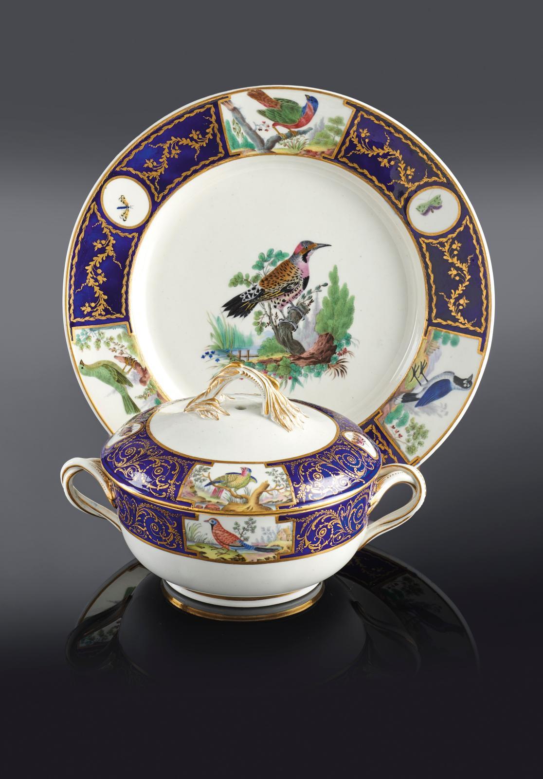 Tournai, vers 1787. Écuelle et assiette en porcelaine tendre du service du duc d'Orléans d'après l'Histoire naturelle des oiseaux du comte de Buffon,