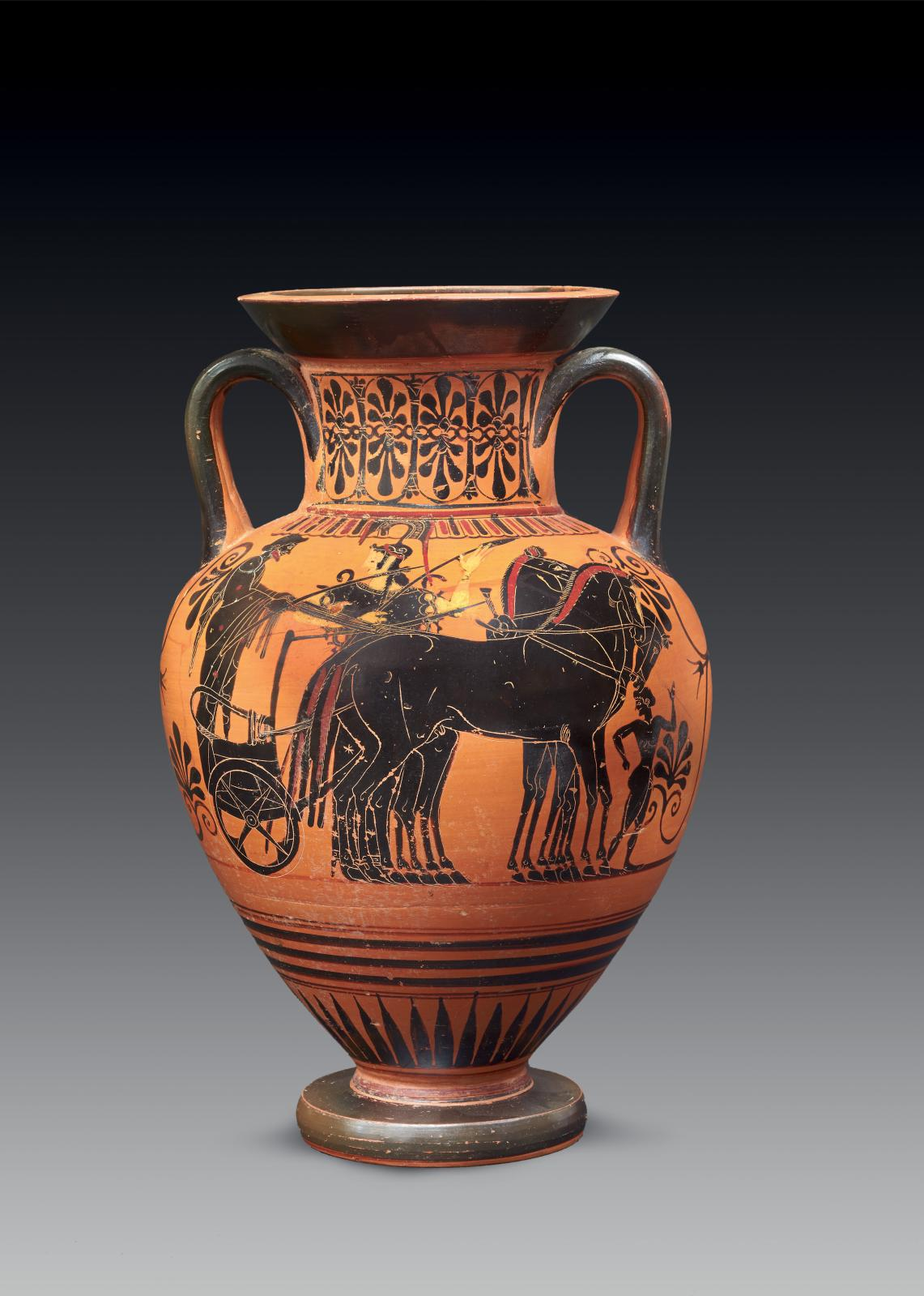 Grèce, vers 520-510 av. J.-C., attribuée à l'entourage du Peintre d'Antiménès. Amphore attique à figures noires décorée d'un côté d'un quadrige en pré