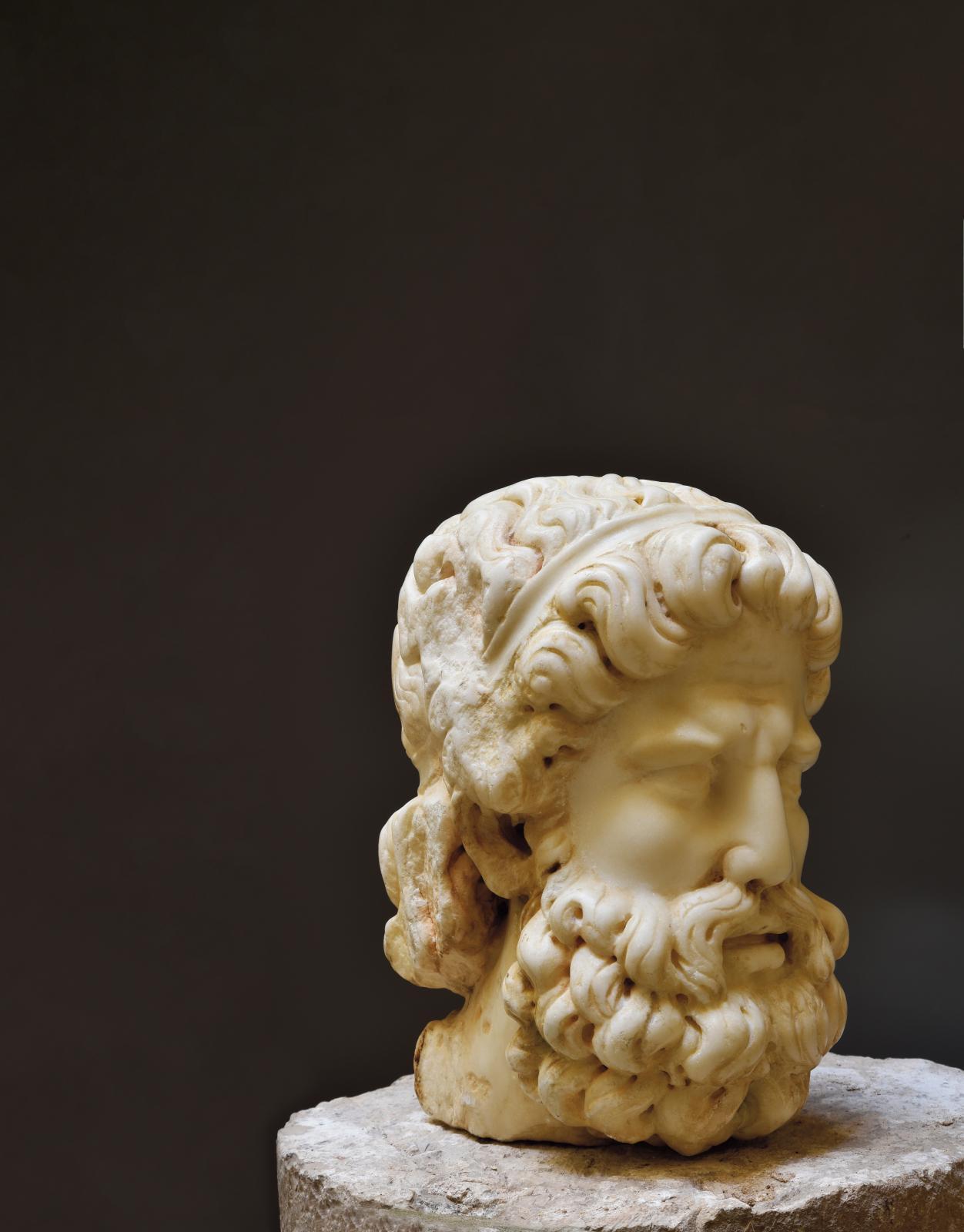 Tête de Neptune, marbre, époque romaine.