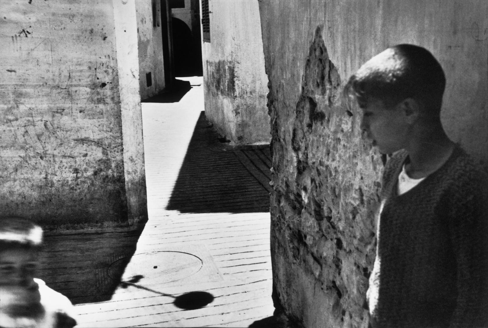 Henri Cartier-Bresson, Images à la sauvette (Verve, 1952), pp. 27-28, Séville, Espagne, 1933.