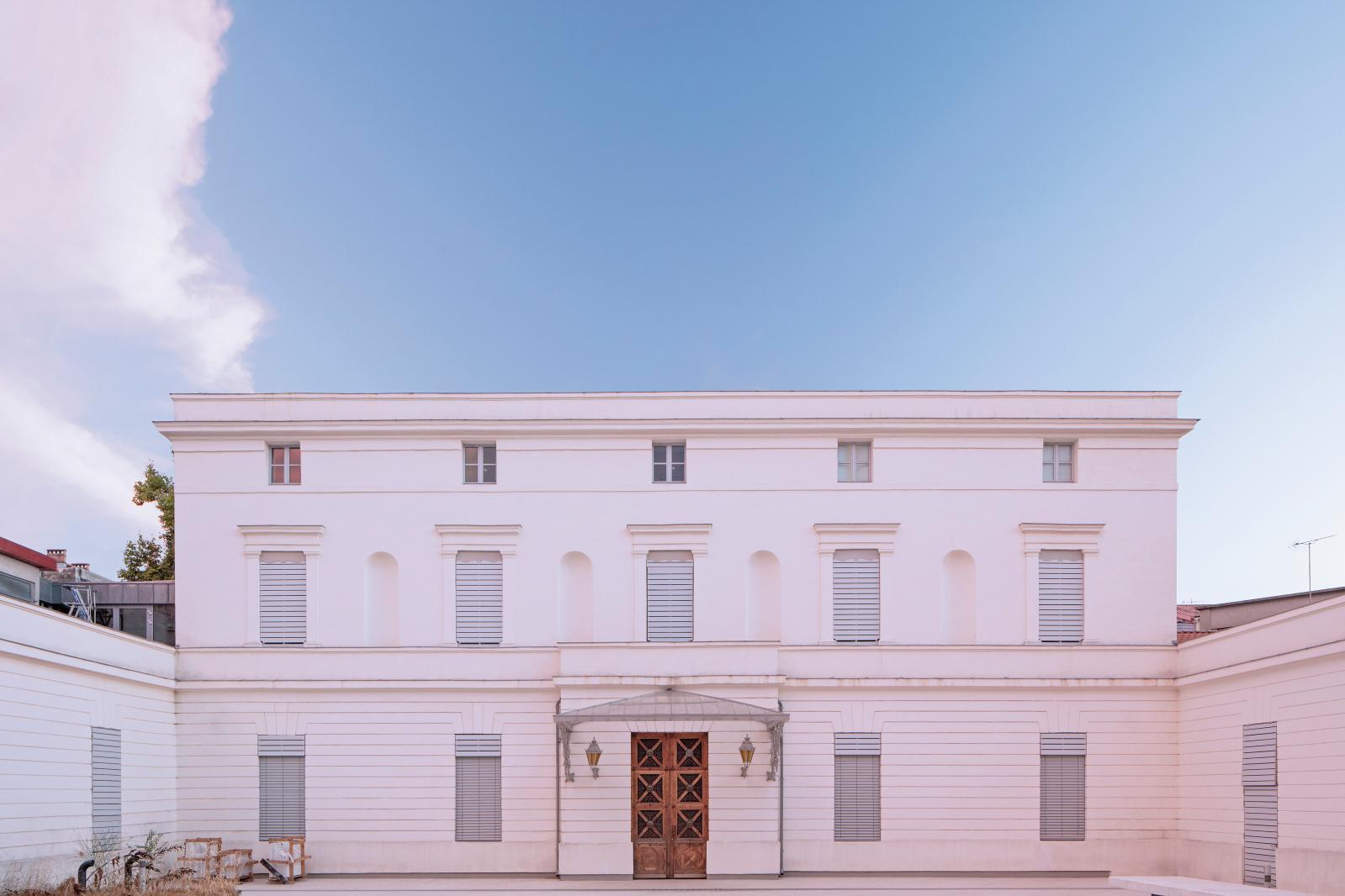 La façade de l'hôtel Montcalm, sur la rue Joffre.