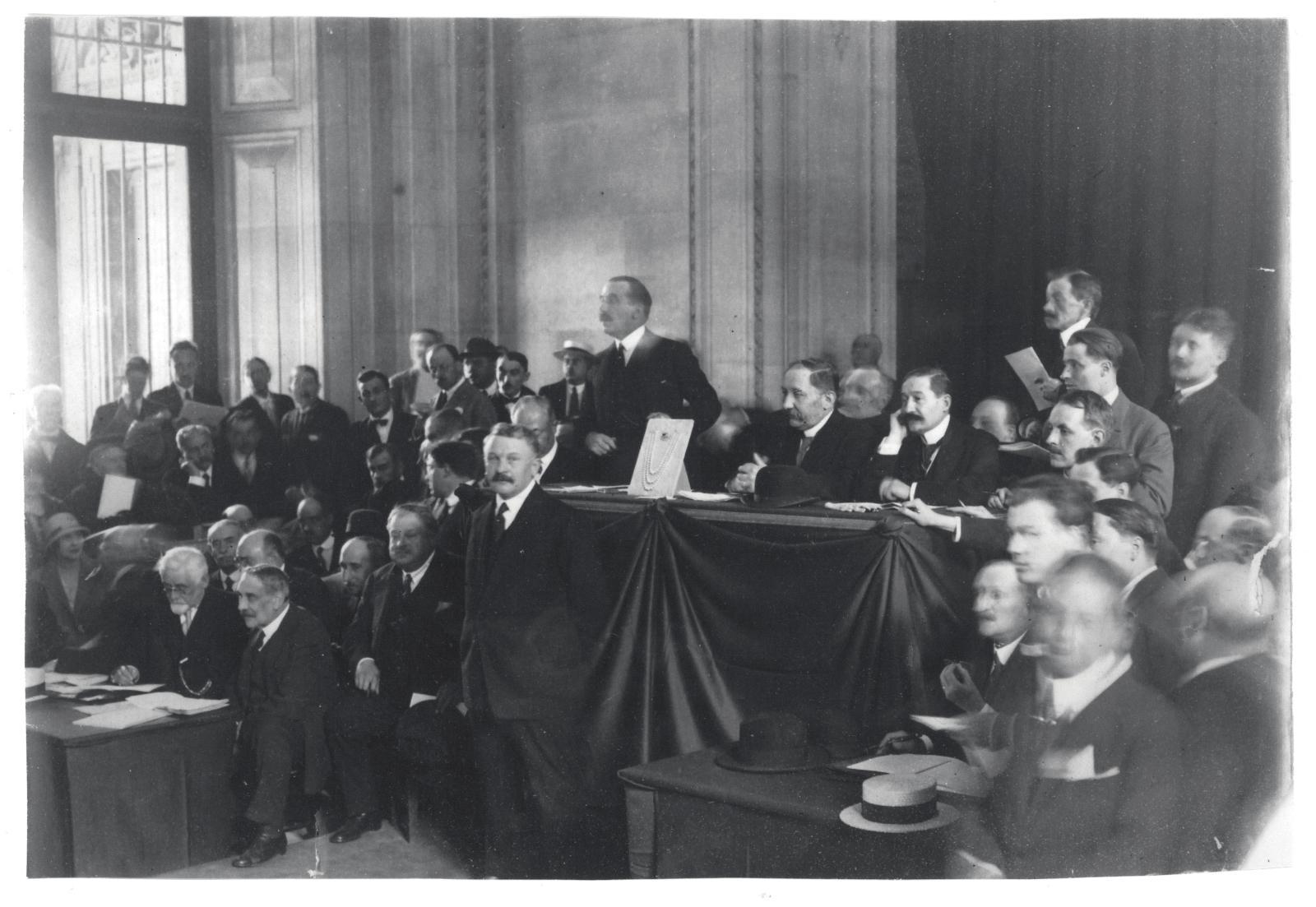 Palais du Louvre, vente des bijoux de Madame Thiers, 16 juin 1924. DR