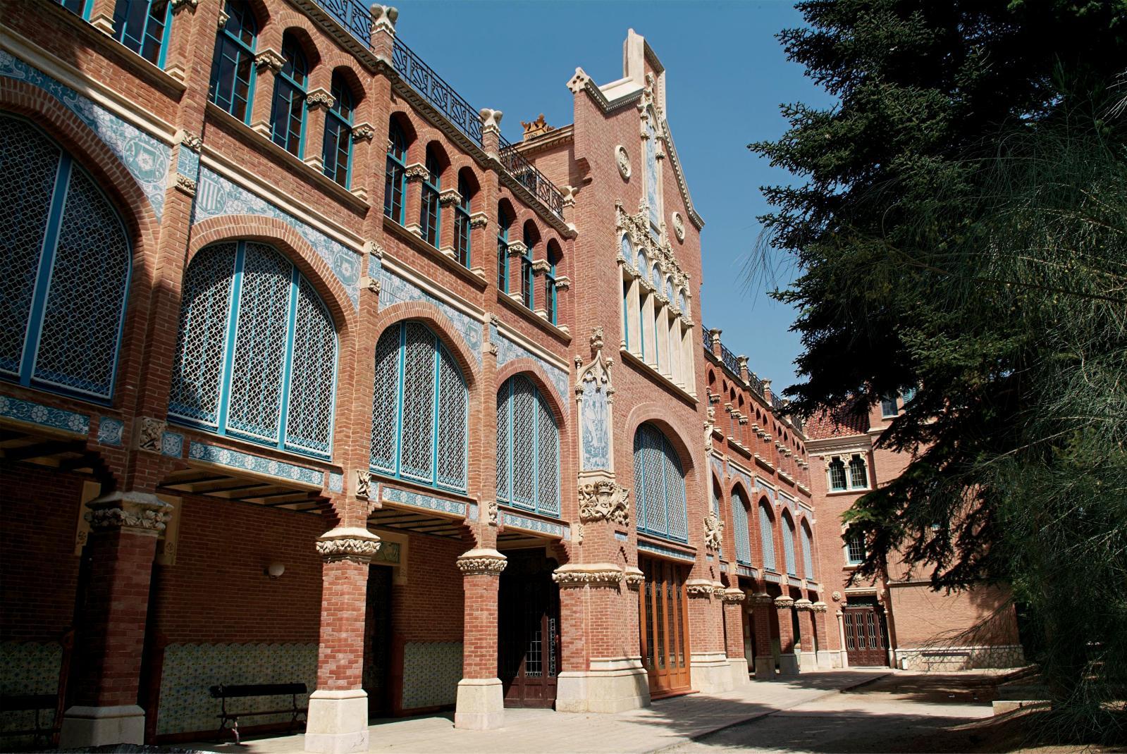 Façade de l'institut Pere Mata, «pavillon des distingués» de l'architecte Lluís Domènech iMontaner(1850-1923). Bien que cet établissement ait été in