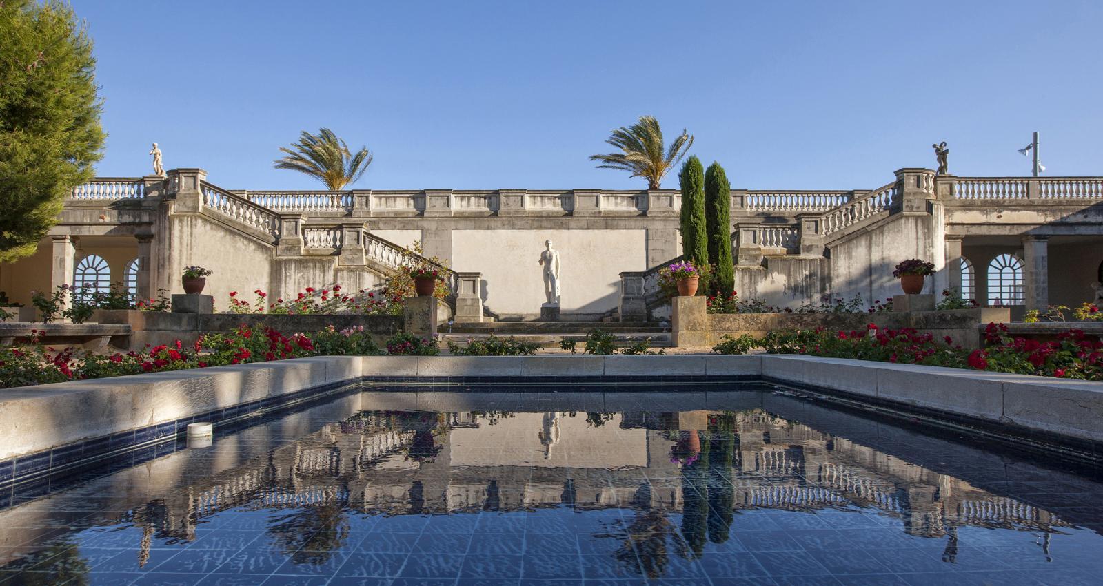 Bassin donnant sur le jardin intérieur de la villa Pau Cazals, à San Salvador.