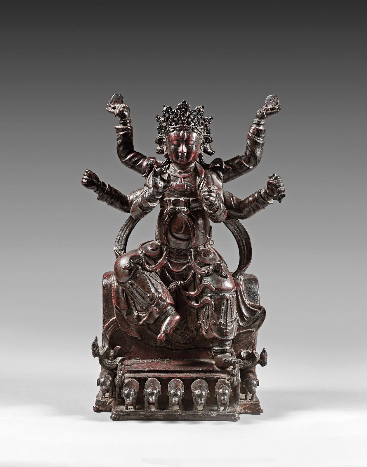 Chine, époque Ming(1368-1644), statuette en bronze de Marici (ou Molizhitian Pusa), à patine brune à traces de laque rouge et or, h.41cm. Adjugé:
