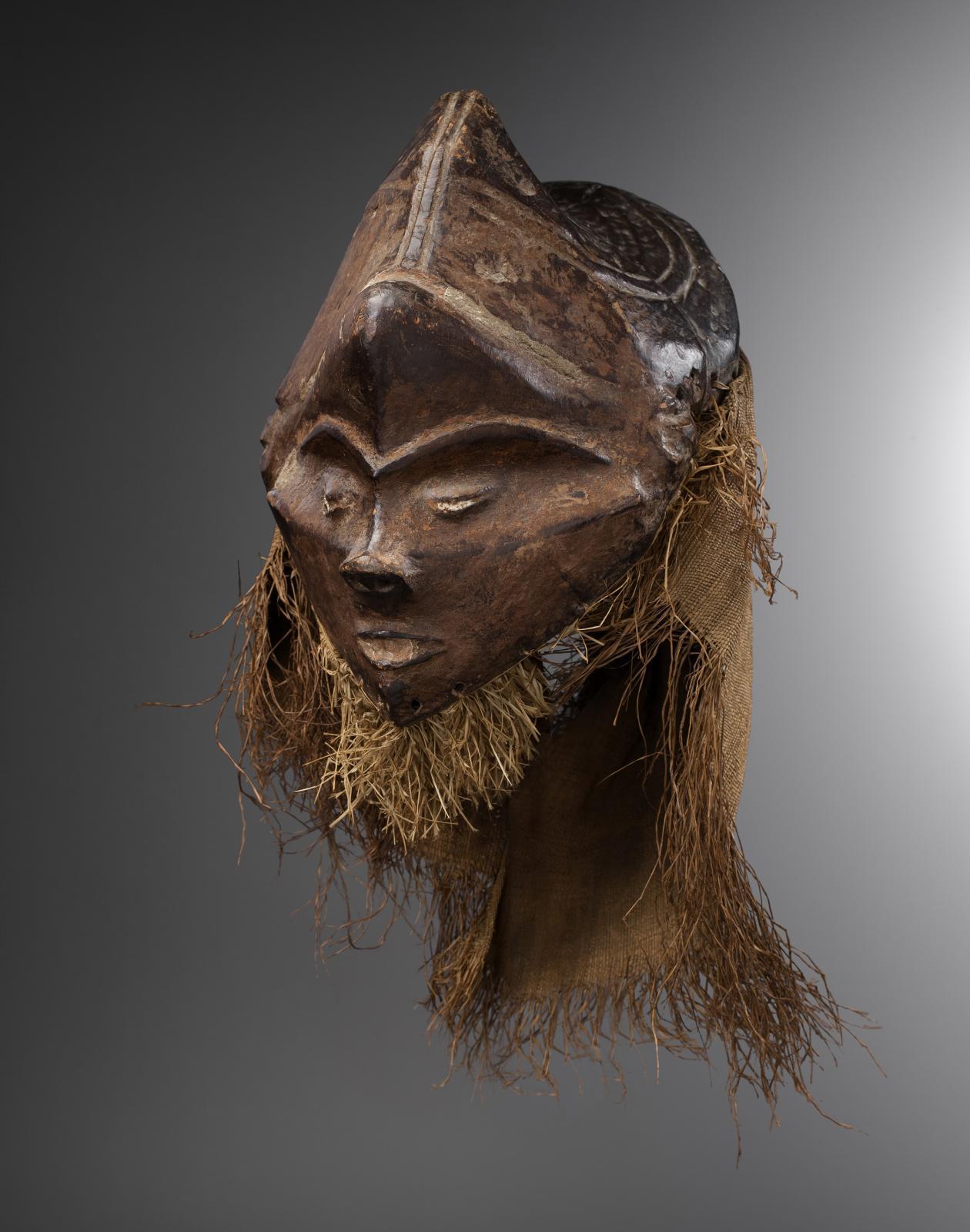 République démocratique du Congo. Masque, culture pende, bois, h. 28.5 cm. Présenté par Bernard de Grunne.