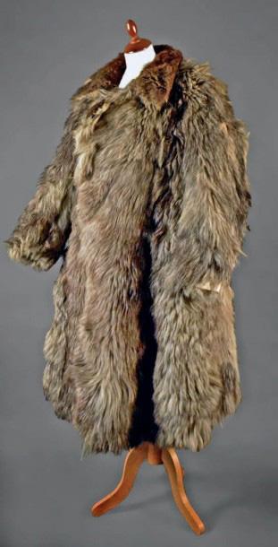 992€Manteau de fourrure de 14-18 dit «peau de bique», typique des as de la Grande Guerre, intérieur en laine gris-bleu avec deux poches poitrine.Lyon