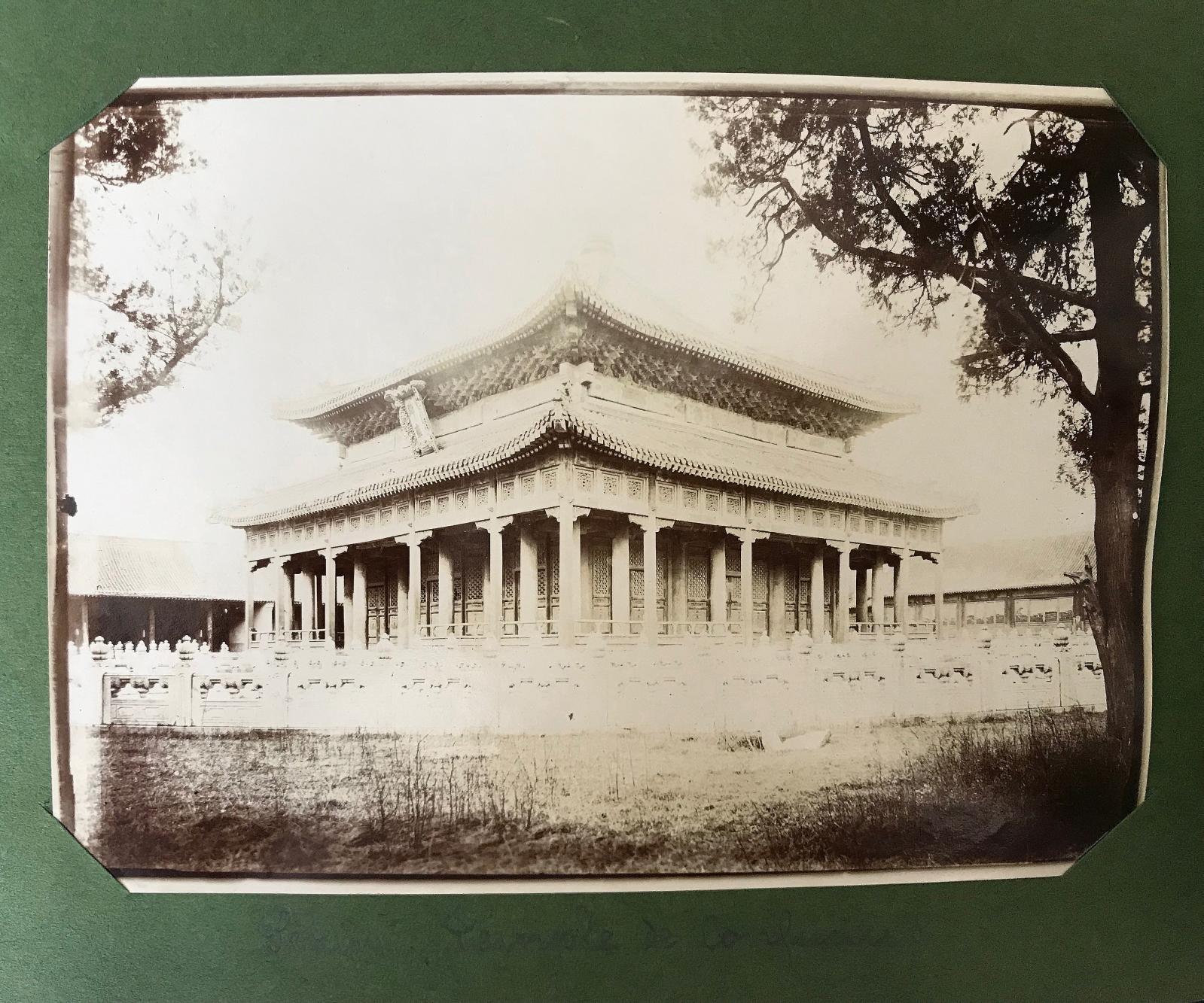 Robert de Semallé(1839-1946), ensemble de huitalbums comprenant 1419photographies (ici, le temple de Confucius ou Kong Miao) réalisées entre 1880