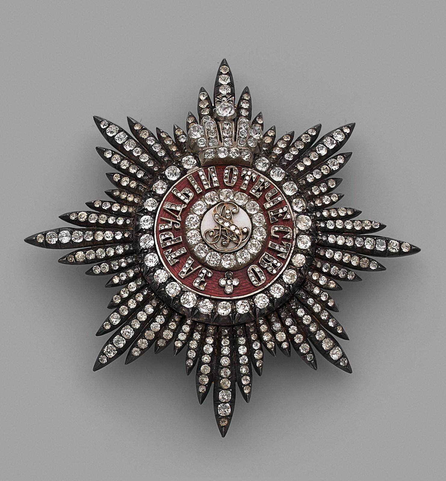 Retour en Russie avec cette spectaculaire plaque de chevalier en «diamants» en fait des pierres du Rhin , argent et vermeil, appartenant à l'ordre de