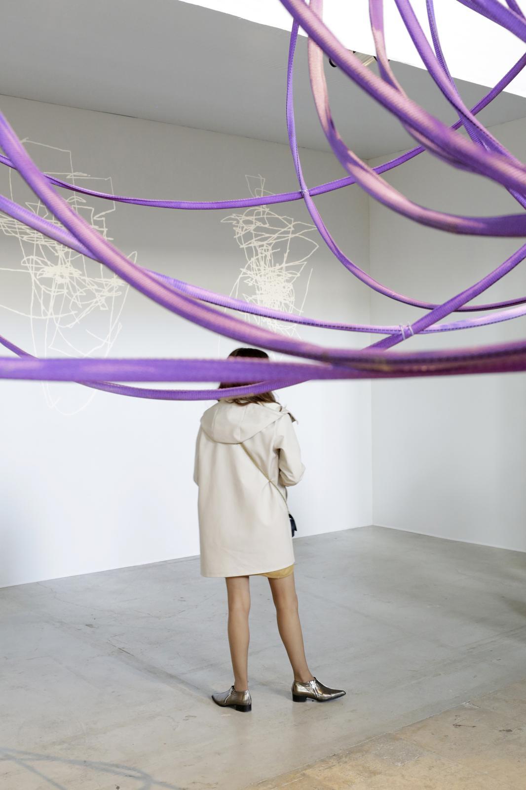 CHOICES Paris, Collectors Weekend / vue de l'exposition collective au Palais de Tokyo en mai dernier, sculpture de Michelangelo Penso de 1964, présent