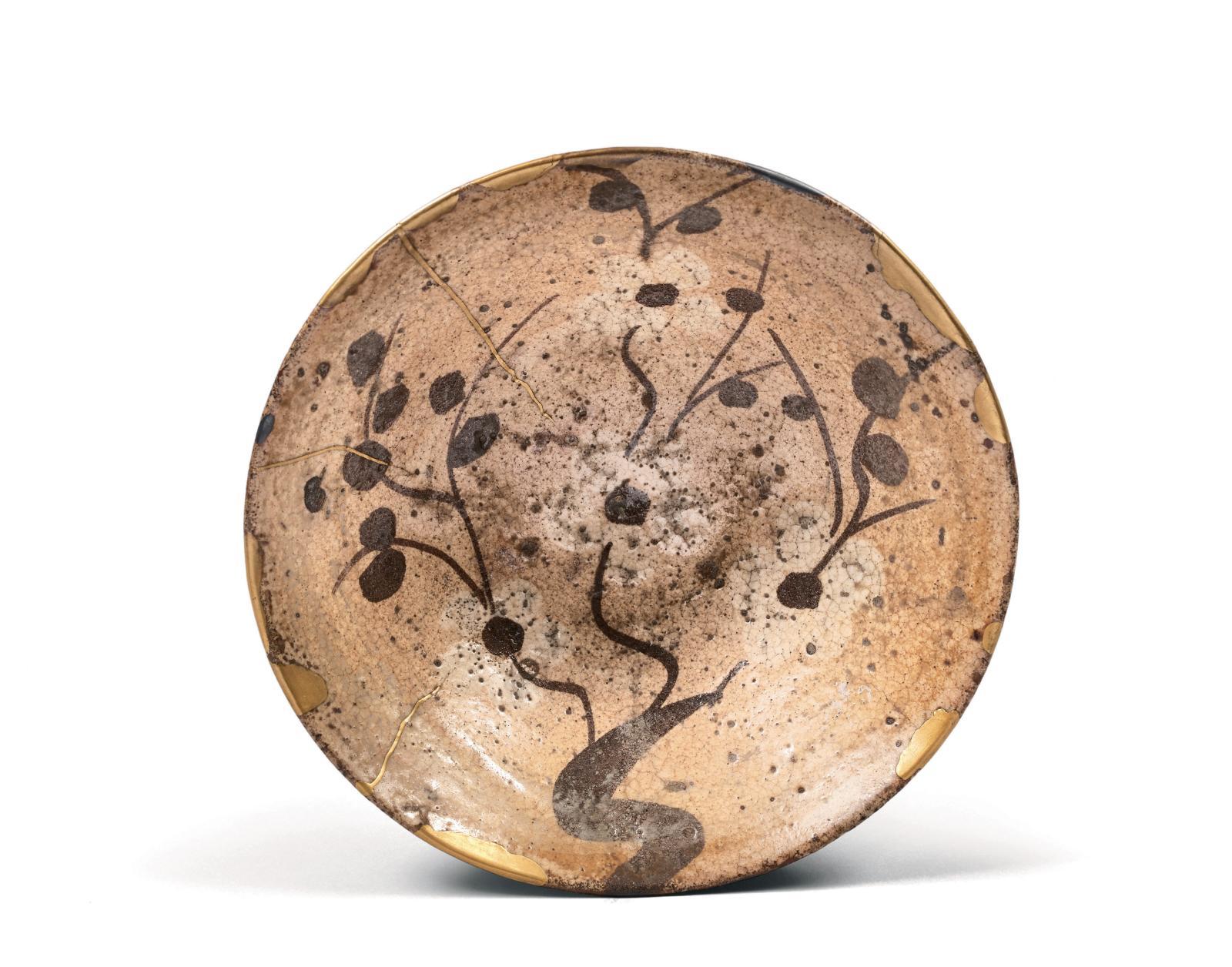 Époque Momo Yama-Edo (1573-1603) XVIe-XVIIesiècle, fours de Karatsu. Chawan de forme «sugi nari», grès émaillé blanc rosé partiellement craquelé, déc