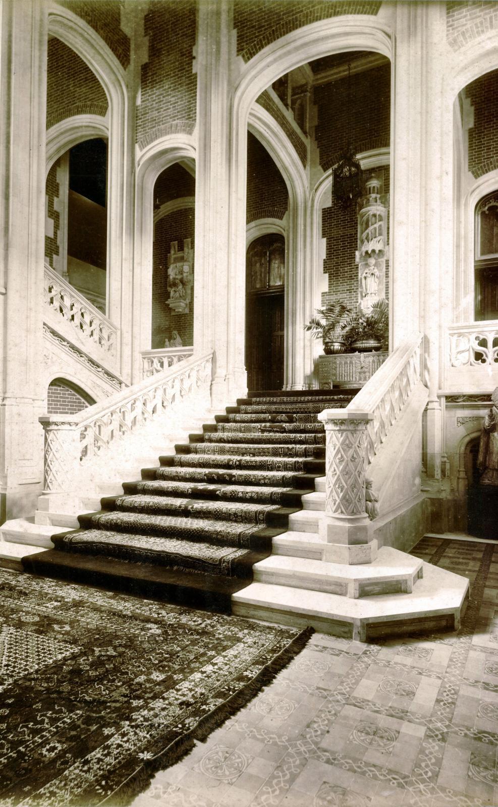 Escalier d'honneur, vers 1890.