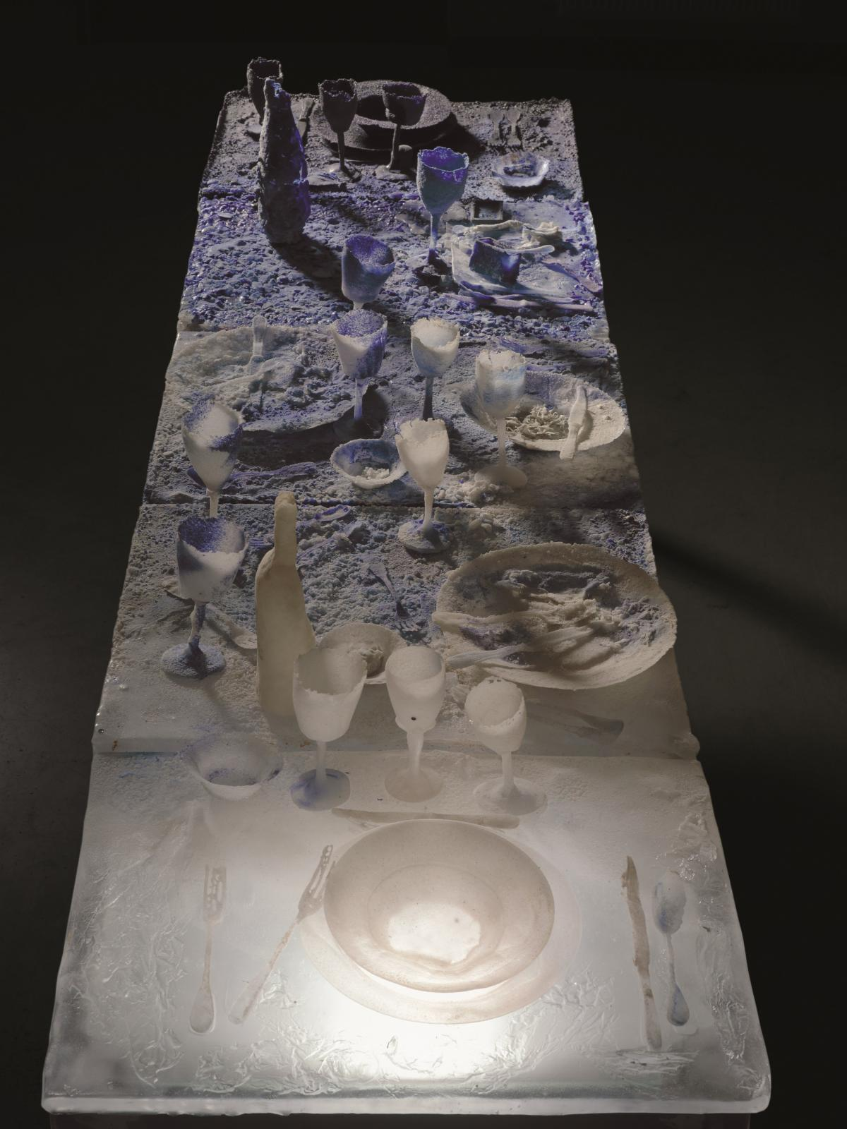 Joan Crous, Cenae 9, pâte de verre, 2008, 110 x 250 x 70 cm, collection MusVerre.