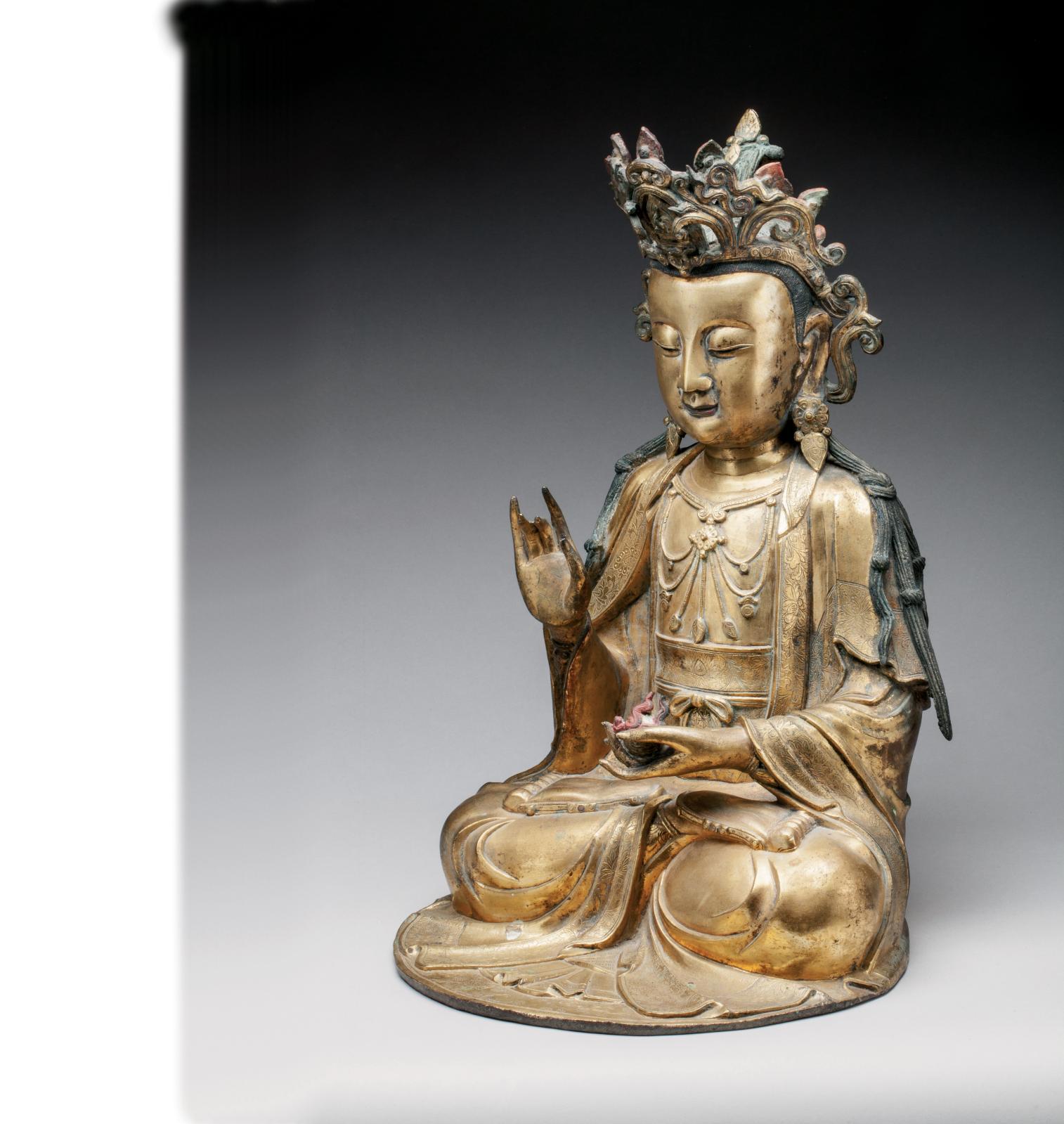 Chine, XVIesiècle. Bouddha en bronze doré, h.47cm. Vente du lundi 13juin. Estimation: 80000/100000€.